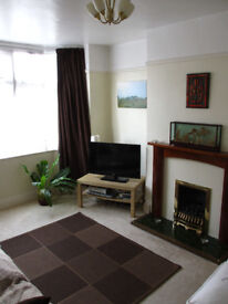 Double Room in Shared House Mon-Fri Let ONLY - £350 PCM (all bills inc.)