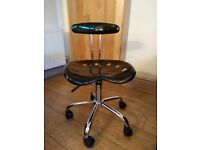 Office chair (swivel / gas lift etc)