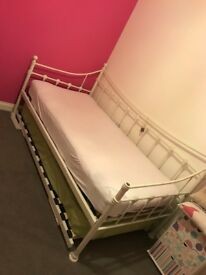 Single bed with single trundle bed including 2 mattresses