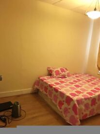 One Double bedroom rent for couples or two girls.