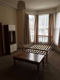 LARGE SELF CONTAINED STUDIO FLAT IN EAST LONDON FOREST GATE E7