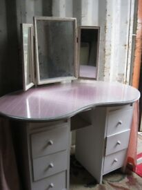 VINTAGE PINE KIDNEY SHAPED DRESSING TABLE WITH MIRROR & STOOL. VIEWING/DELIVERY AVAILABLE