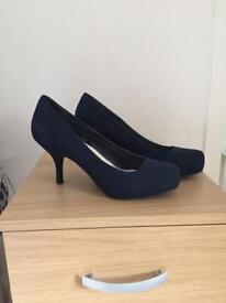 Navy court shoe