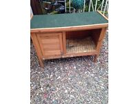 Rabbit / Guinea pig hutch with lift up lid