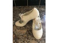 Size 6 ivory lace wedding shoes