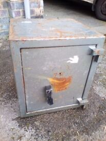 Heavy Duty Vintage Safe With No Key (Locked) - Very Heavy!