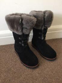 Ugg boots size 4.5 uk - unworn