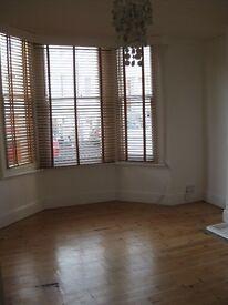 Cute Two Bedroom Garden flat in Poet's Corner, Hove for £1150pcm