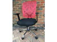 Office desk chair - comfortable, height adjusting.
