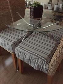 Glas table and four ratan chairs
