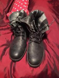 Henleys vintage black boots