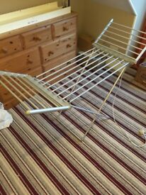 Electric heated drying rack