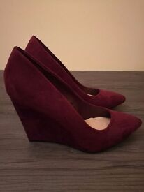 Burgundy pointed court wedge heels, size 7
