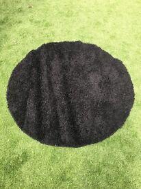 Round black shaggy rug