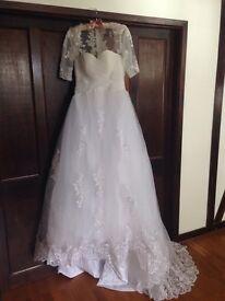 Elegant White Wedding Dress Size 8/10