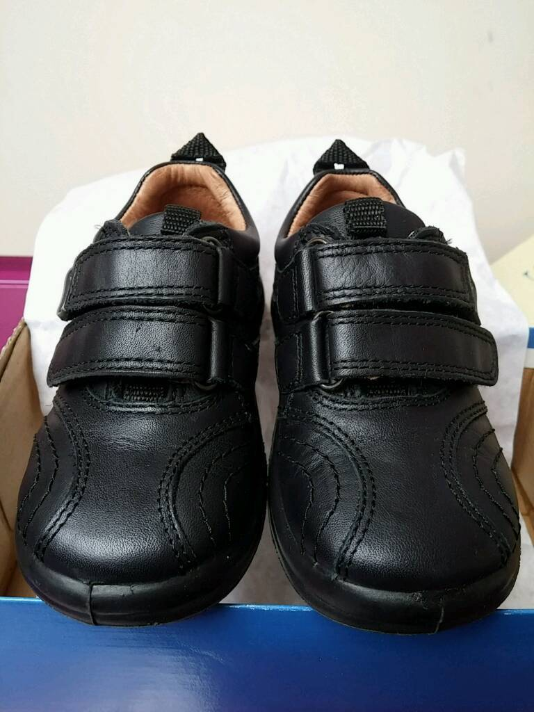 Unisex 4.5f black school velcro shoes from Start Rite bnib