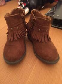 Girls tan boots size 5