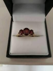 Gold ring 9 carat with three garnets