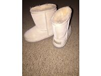 Toddler girls Beige glittery Ugg boots size 7
