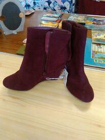 lady's shoes size 4