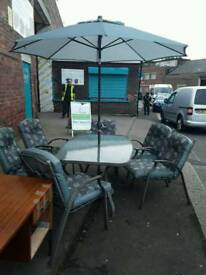 Solod Iron Garden table with 6 Chairs and parasol