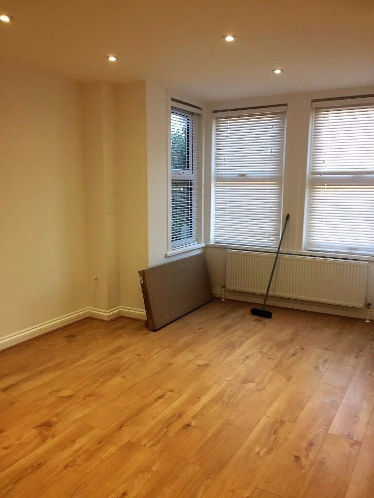 PROPERTY HUNTERS ARE PLEASED TO OFFER NEWLY REFURBISHED STUDIO APARTMENT IN ILFORD !!!