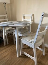 White dining table & 4 chairs