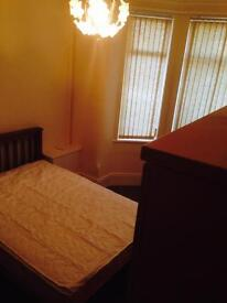 double room to rent £325/- longsight
