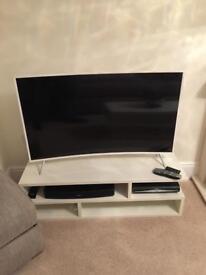 "SAMSUNG 49"" WHITE CURVED TV."