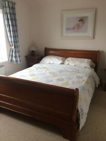Kingsize Mahagony Sleigh Bed and Matching Bedside Tables