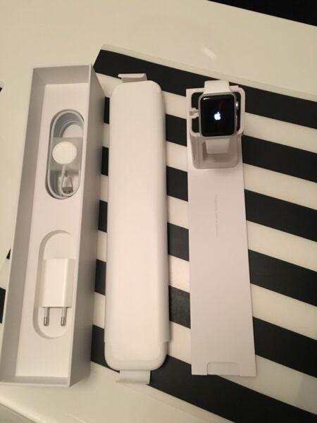 apple watch 38mm weiss wie neu mit rechnung in baden. Black Bedroom Furniture Sets. Home Design Ideas