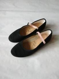 Ballet shoes (size 1)