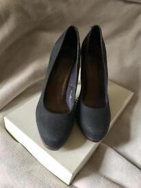 Navy shoes size 6 EU 39