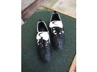 Valspar football boots size 5
