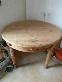 Round, extendable pine dining table