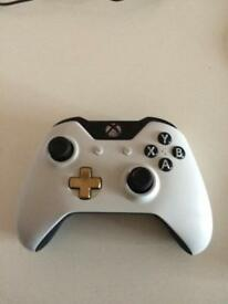 Xbox 1 Lunar White and Gold Controller