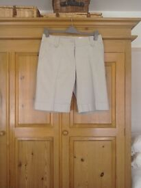 Womens H&M knee length shorts