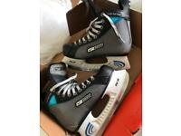 Nike Bauer ice hockey / ice skates size 4.5