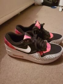 Womans Nike Trainers 6.5
