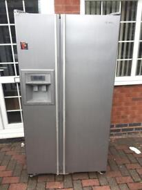 SAMSUNG SIDE-BY-SIDE FRIDGE FREEZER WITH ICE AND WATER DISPENSER