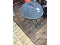 Small kettle BBQ with lid