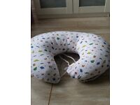 Widgey donut nursing pillow
