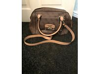 Woman's guess hand bag