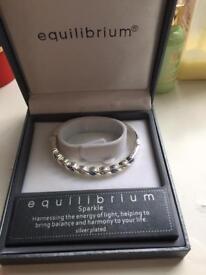 Equilibrium bangle