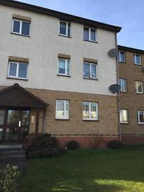 2 bed, 1st floor flat to let in Lees Court, Whifflet.