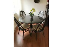 Beautiful round table with chairs ( original ERCOL)