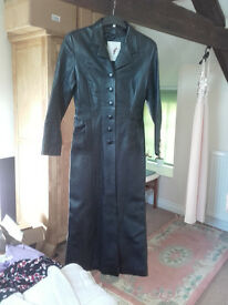 Ladies black leather long coat - Camanchi brand - Size M - very good condition