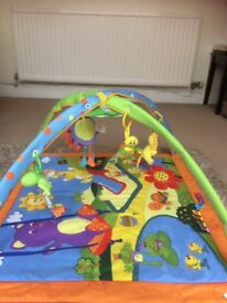 Musical bouncy virbrating chair and play mat