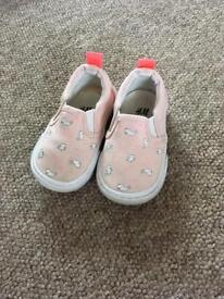Baby girls shoes size 3/4