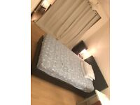 Nice double room for single professional in flat close to westfield. All bills inc. 1 week deposit.